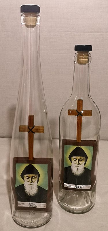 Sculptures inside bottles of glasses
